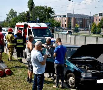 Kraków. Kolizja trzech samochodów na Zabłociu [ZDJĘCIA]