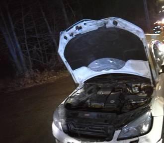 """Wypadek na """"krajówce"""" - zderzyły sie trzy samochody. Jedna osoba ranna"""