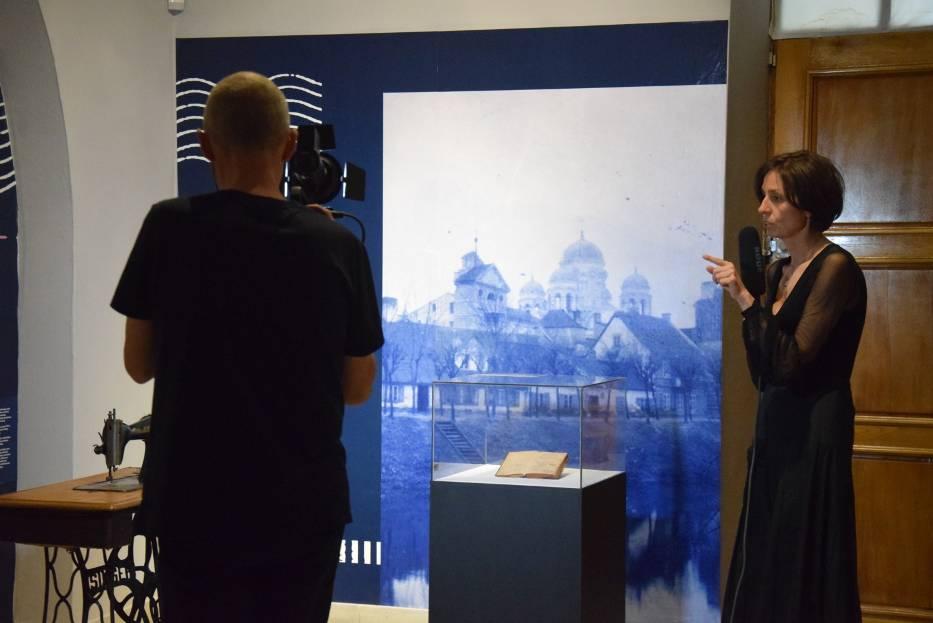 """Wernisaż online wystawy """"Kaliszanki"""" w Centrum Rysunku i Grafiki im. Tadeusza Kulisiewicza w Kaliszu"""