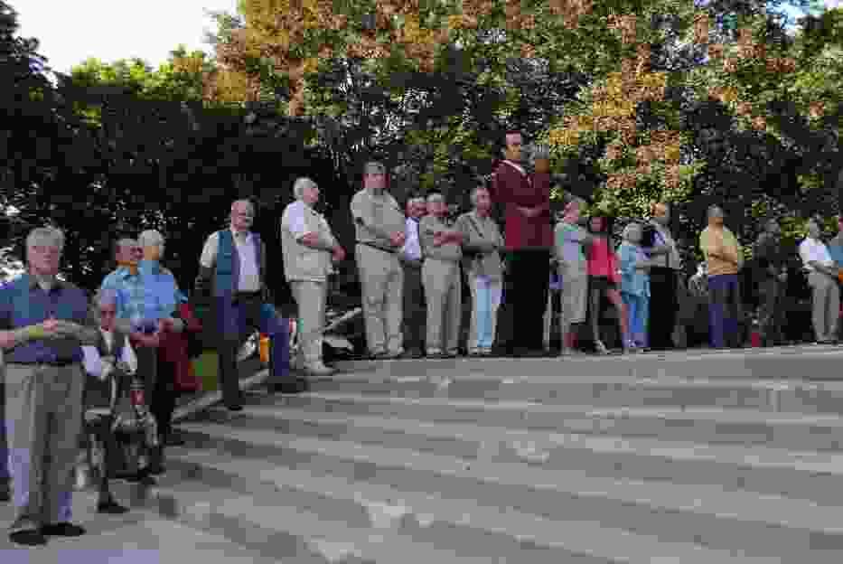 Uczestnicy uroczystości 5 sierpnia 2011 roku o godzinie siedemnastej