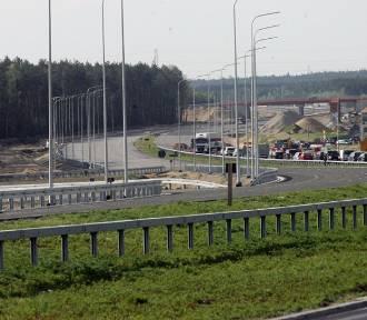 """Tak wygląda """"budowa"""" drogi ekspresowej S3 Lubin - Polkowice [ZDJĘCIA]"""