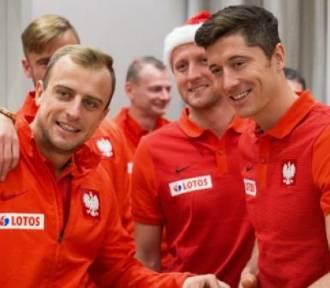 Szlachetna Paczka 2016. Reprezentacja Polski w piłce nożnej pierwszym darczyńcą [ZDJĘCIA]