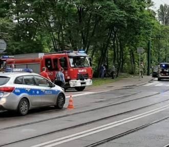 Groźny wypadek w Sosnowcu. Samochód potrącił dwie osoby na przejściu dla pieszych