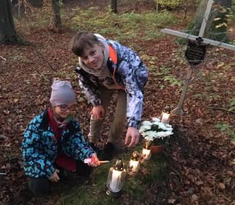 Strażacka młodzież z Karlikowa przed Wszystkimi Świętymi 2019 | FOTO