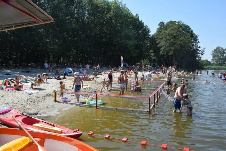 Co prawda do tej pory w wakacje pogoda nas nie rozpieszcza, ale mieszkańcy Żor i okolic każdą chwilę spędzają na kąpielisku Śmieszek