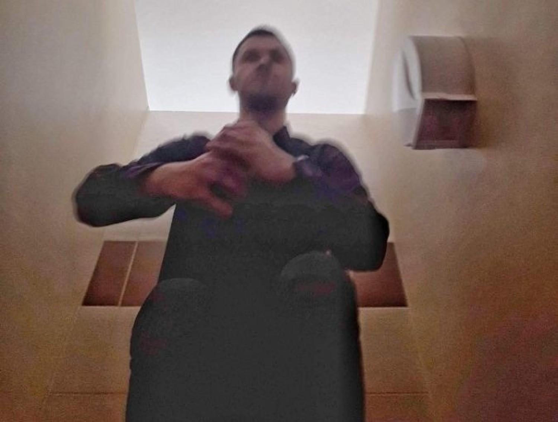 Ten mężczyzna jest poszukiwany w sprawie publikacji wizerunku nagiej kobiety w mediach społecznościowych