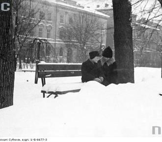 Kiedyś to był śnieg! Zima w Krakowie przed laty [ZDJĘCIA]