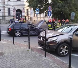 Kolejny raz zderzyły się auta na skrzyżowaniu ul. Jagiellońskiej i Mickiewicza
