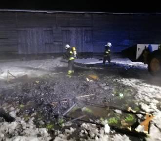 Nocą palili śmieci i odpadki przy drewnianej stodole - szybka reakcja strażaków