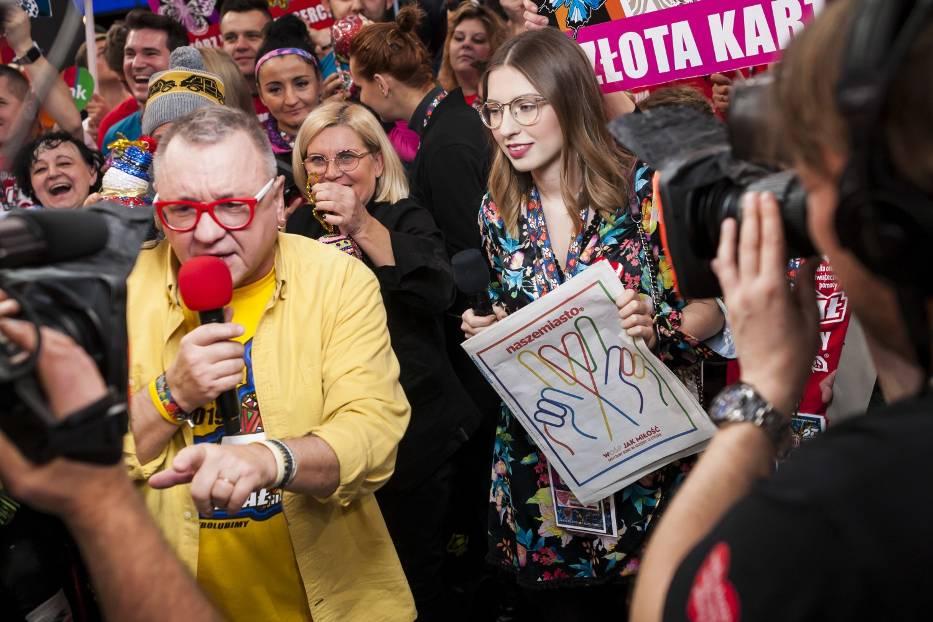 27. Finał WOŚP w Warszawie. Zła pogoda nie przeszkadza w dobrej zabawie! [WIDEO, ZDJĘCIA]