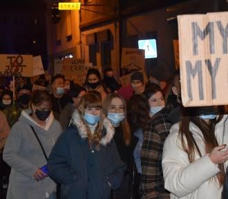 Protest kobiet w Trzemesznie przeszedł ponad 7 kilometrów [FOTO, FILM]
