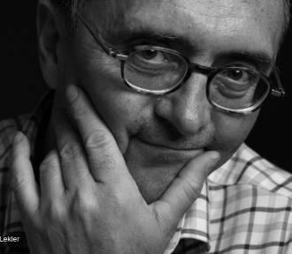 """""""Czytanie zbliża"""" - nowy projekt wieluńskiej biblioteki. Jednym z gości będzie Michał Ogórek"""