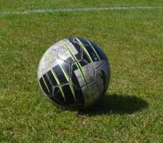 Piłka nożna. Ostatni sparing Gromu Nowy Staw. Grali też Błękitni