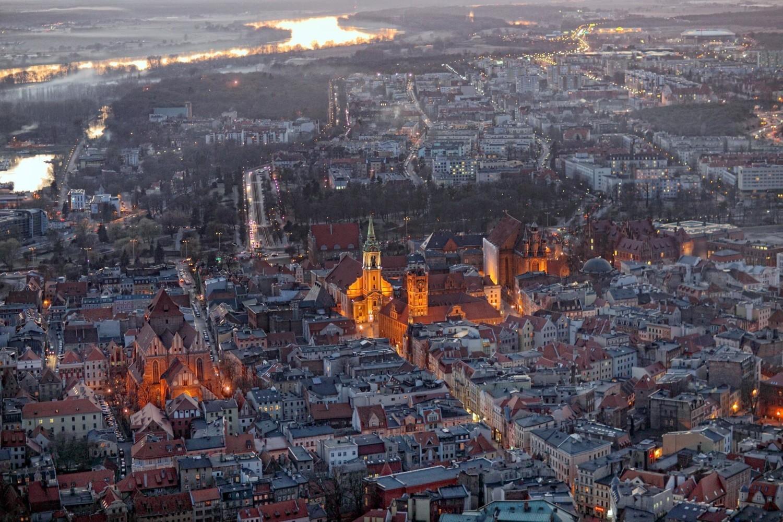Toruń promuje się w Sejmie przez unikatowe zdjęcia z powietrza [ZDJĘCIA]