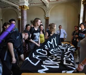 Studenci UAM rozpoczęli okupację rektoratu - protestują przeciwko ustawie Gowina [ZDJĘCIA]