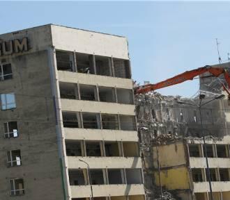 Pamiętacie biurowiec CUPRUM przy pl. Jana Pawła II we Wrocławiu. Zniknął trzy lata temu [DUŻO ZDJĘĆ]