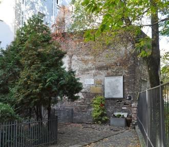 Mur Getta Warszawskiego przejdzie remont. Prace konserwatorów rozpoczną się lada dzień