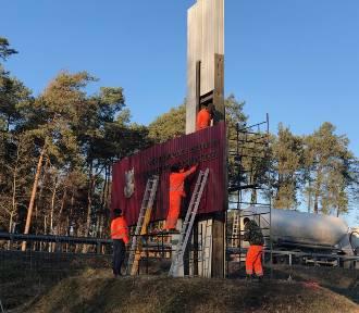Dekomunizacja przy gierkówce koło Piotrkowa - zdemontowano Pomnik Czynu Żołnierskiego