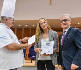 Karolina Piechocińska z restauracji Chleb i Wino Kelnerką Roku