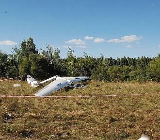 Wypadek szybowca w Laszkach. Pilot trafił do szpitala [ZDJĘCIA]