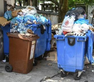 Lokator z bloku już nie wyrzuci zmieszanych śmieci. Dostanie worki z kodem kreskowym?