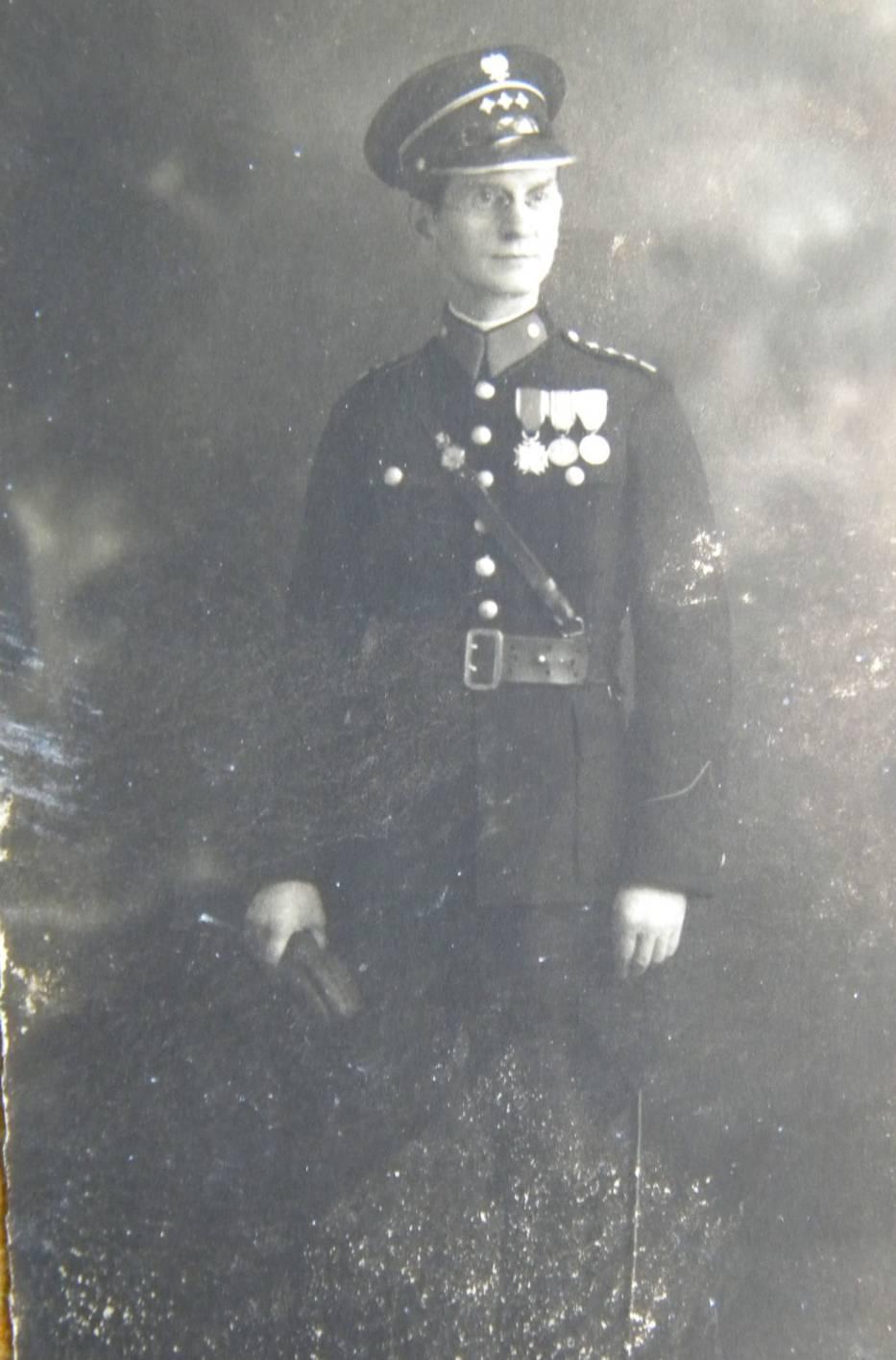 Komendant Stanisław Skąpski urodził się 20 kwietnia 1890 roku w Gnieźnie, jako syn Józefa i Anny z domu Kiełpińskiej