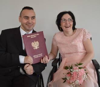 Poznali się i pokochali w domu pomocy społecznej, niedawno zostali małżeństwem