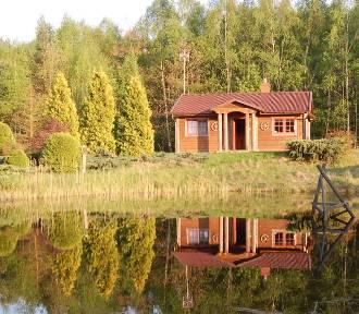Leśne chaty, jurty i folwarki na Pomorzu. Gdzie wypoczywać?