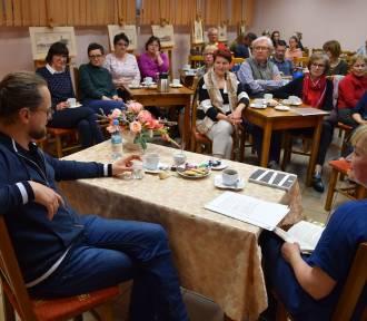 Człuchów. Spotkanie autorskie z Wojciechem Kuczokiem w bibliotece