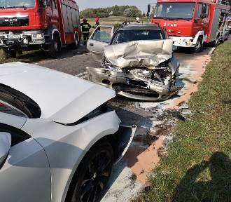 Wypadek w Kiszkowie. Dwie osoby trafiły do szpitala.