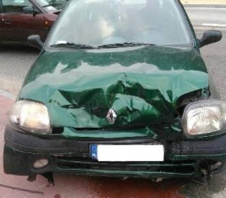 Pijany kierowca clio spowodował kolizję. Na szczęście nikt nie ucierpiał