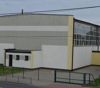 Będzie modernizacja hali sportowej przy Liceum Ogólnokształcącym w Poddębicach. Powiat pozyskał