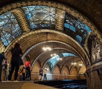 Zobacz niesamowite opuszczone stacje metra. Co je spotkało?