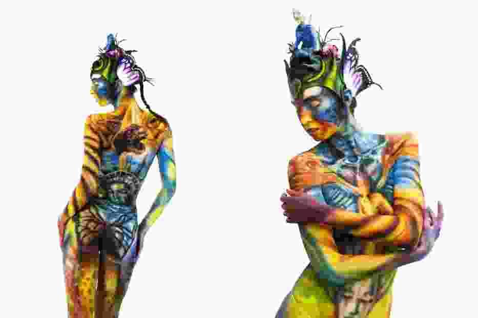 Na ciałach modeli potrafi wyczarować fantastyczne  sceny