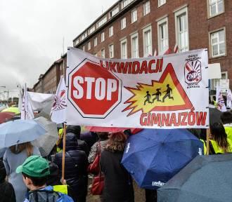 Protest nauczycieli w Gdańsku. Manifestacja przeciwników reformy oświaty [ZDJĘCIA, WIDEO]