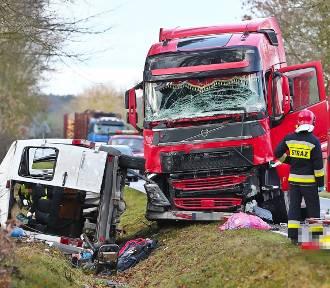 Tragedia na Dolnym Śląsku! Trzy osoby zginęły w wypadku busa [ZDJĘCIA]