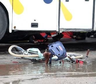 Wrocław. Śmiertelny wypadek. Nie żyje rowerzystka. Kierowca autobusu nie miał prawa jazdy