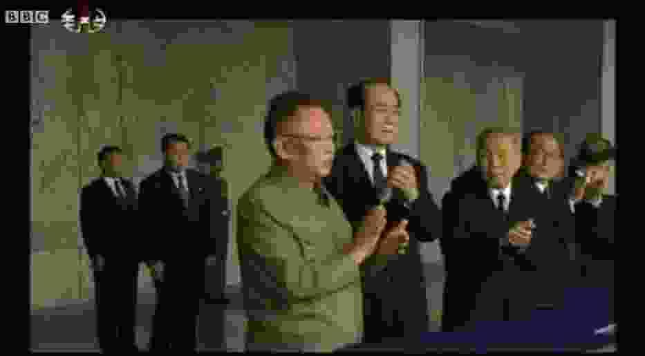 Kim Dzong Il w czasie parady z okazji 65-lecia Partii Pracy Korei