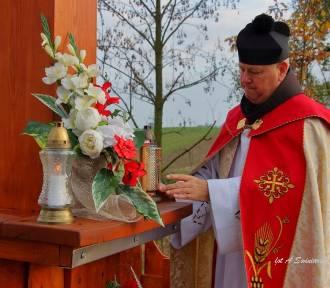 Poświęcenie nowego Krzyża Powstańczego w Bartochowie (ZDJĘCIA)