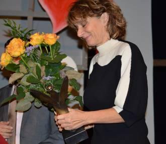 Człuchów. Gala Dnia Wolontariusza - wręczyli podziękowania i statuetkę Człuchowskiego Anioła