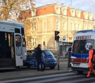 Szczecin: Zderzenie tramwaju z osobówką. Kierująca trafiła do szpitala