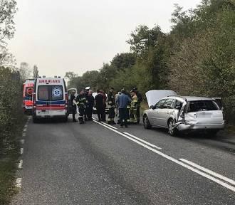 Wypadek pod Zieloną Górą. Zderzyły się 3 osobówki i autobus