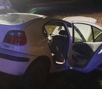 21-latka straciła panowanie nad autem i uderzyła w skarpę rowu