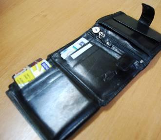 Uczeń gimnazjum nie połasił się na portfel. Oddał go policji