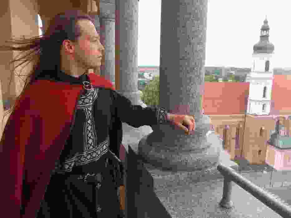 Po wieży oprowadzają przewodnicy ubrani w średniowieczne stroje, od tego sezonu wejście na wieżę ratusza jest płatne