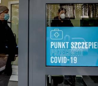 Jak zapisać się na szczepienie przeciw COVID-19? Instrukcja, mapa punktów szczepień