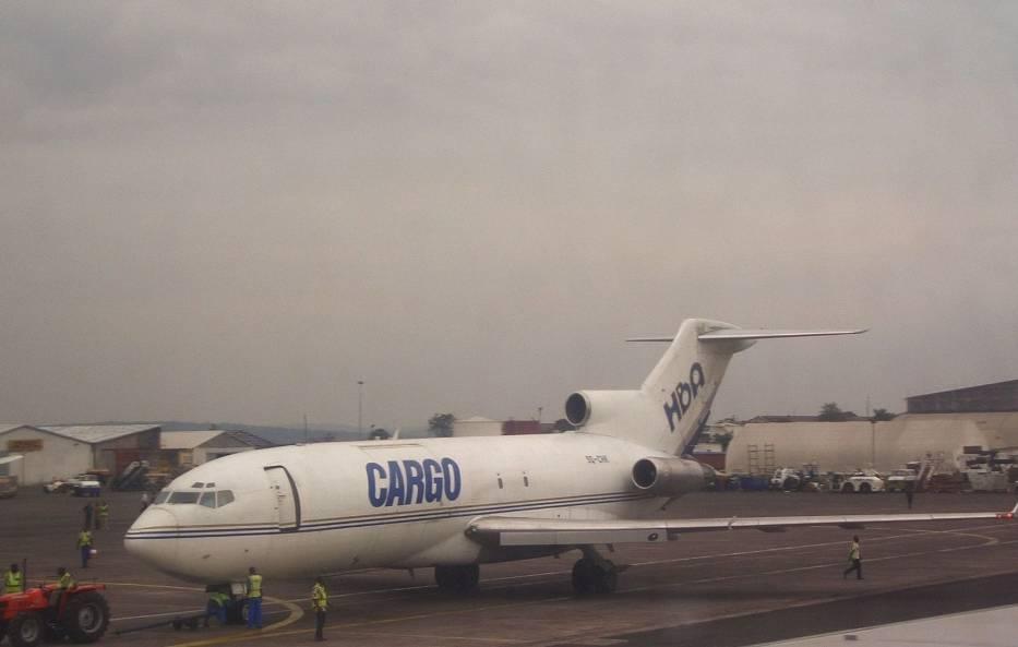Samolot linii Hewa Bora na lotnisku w Kinszasie