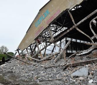 Rozbiórka hali Cieplak. Budynek znika w oczach [WIDEO]