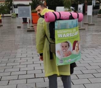 Września: Dawid idzie piechotą do Warszawy. Walczy o Maję