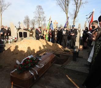 Tłumy mieszkańców pożegnały druha Zdzisława Połońskiego, zasłużonego społecznika